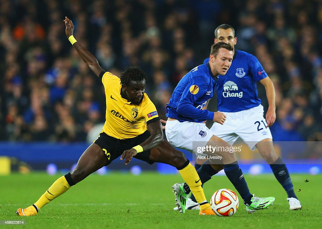 Rio Antonio Mavuba of Lille battles with Aidan McGeady (C) and <a gi-track='captionPersonalityLinkClicked' href=/galleries/search?phrase=Leon+Osman&family=editorial&specificpeople=208939 ng-click='$event.stopPropagation()'>Leon Osman</a> of Everton (R) during the UEFA Europa League Group H match between Everton FC and LOSC Lille at Goodison Park on November 6, 2014 in Liverpool, United Kingdom.