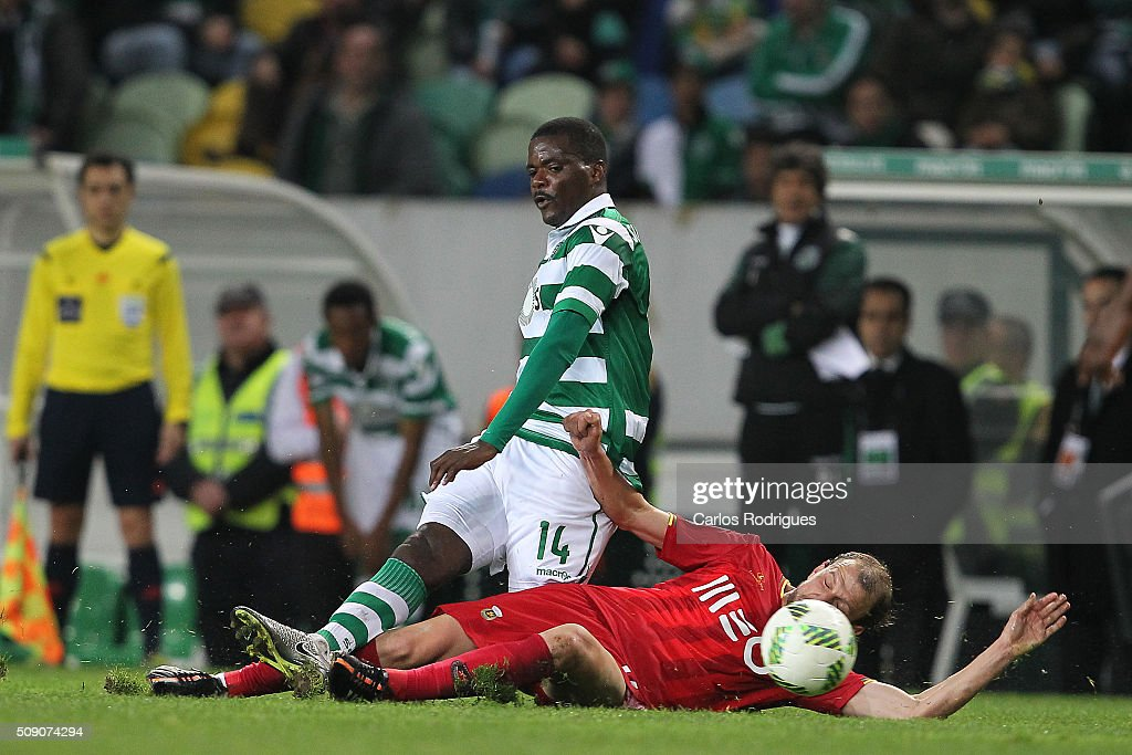 Rio Ave's midfielder Renan Bressan tackles Sporting's midfielder <a gi-track='captionPersonalityLinkClicked' href=/galleries/search?phrase=William+Carvalho&family=editorial&specificpeople=9197545 ng-click='$event.stopPropagation()'>William Carvalho</a> during the match between Sporting CP and Rio Ave FC for the Portuguese Primeira Liga at Jose Alvalade Stadium on February 08, 2016 in Lisbon, Portugal.