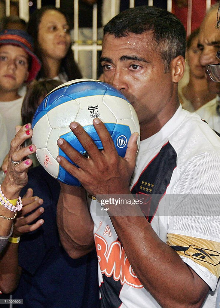 Brazilian footballer Romario of Vasco da Gama kisses the ball after scoring his 'thousandth goal' in a match against Sport 20 May 2007 at Sao...