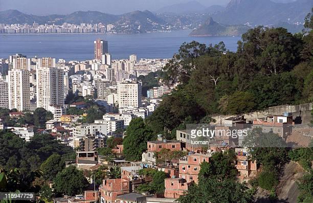 Rio de Janeiro, una città-favela di contrasto