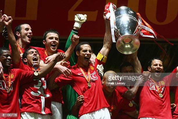 Rio Ferdinand and Ryan Giggs of Manchester United lift the trophy following their team's 65 victory in the penalty shootout during the UEFA Champions...