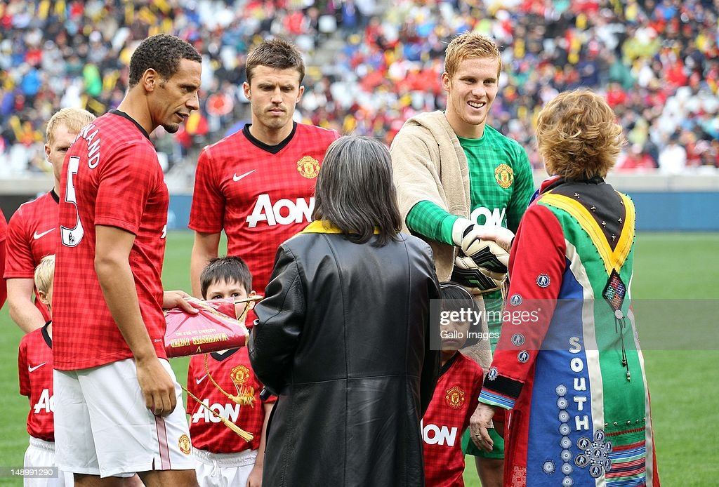 <a gi-track='captionPersonalityLinkClicked' href=/galleries/search?phrase=Rio+Ferdinand&family=editorial&specificpeople=157538 ng-click='$event.stopPropagation()'>Rio Ferdinand</a> of Manchester United FC (L) presents his team to the Premier of the Western Cape Province, <a gi-track='captionPersonalityLinkClicked' href=/galleries/search?phrase=Helen+Zille&family=editorial&specificpeople=869313 ng-click='$event.stopPropagation()'>Helen Zille</a>, ahead of the MTN Football Invitational match between Ajax Cape Town and Manchester United at Cape Town Stadium on July 21, 2012 in Cape Town, South Africa.