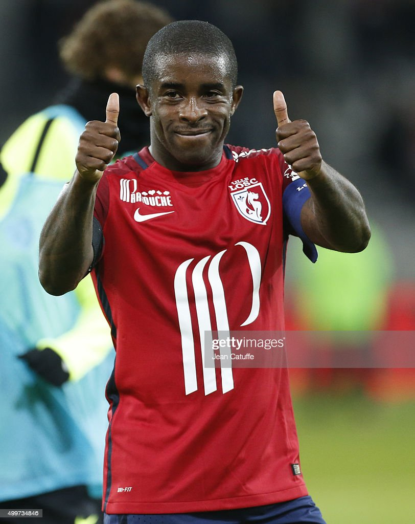 <a gi-track='captionPersonalityLinkClicked' href=/galleries/search?phrase=Rio+Mavuba&family=editorial&specificpeople=708351 ng-click='$event.stopPropagation()'>Rio Mavuba</a> of Lille thanks the supporters after the French Ligue 1 match between Lille OSC (LOSC) and AS Saint-Etienne (ASSE) at Stade Pierre Mauroy on December 2, 2015 in Lille, France.