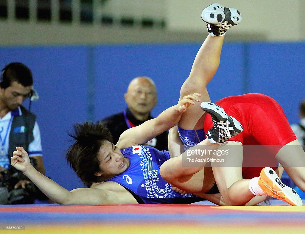<a gi-track='captionPersonalityLinkClicked' href=/galleries/search?phrase=Rio+Watari&family=editorial&specificpeople=9149213 ng-click='$event.stopPropagation()'>Rio Watari</a> (blue) of Japan and <a gi-track='captionPersonalityLinkClicked' href=/galleries/search?phrase=Battsetseg+Soronzonbold&family=editorial&specificpeople=7179819 ng-click='$event.stopPropagation()'>Battsetseg Soronzonbold</a> (red) of Mongolia compete in the Women's 63kg first round during day five of the FILA World Wrestling Championships at Gymnastics Palace on September 12, 2014 in Tashkent, Uzbekistan.