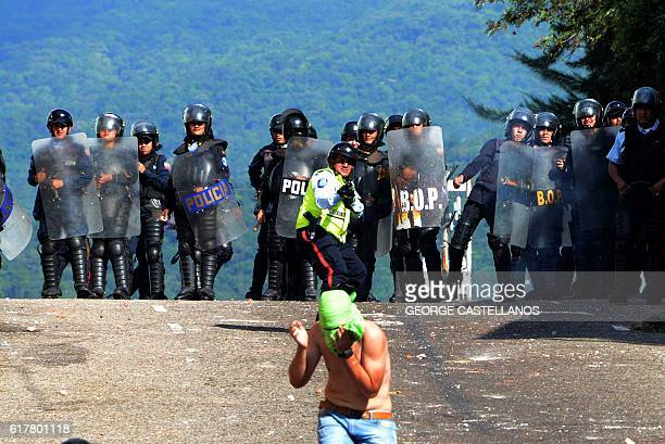 Riot police agents confront students opponent to Nicolas Maduro's government in San Cristobal state of Tachira Venezuela on October 24 2016 Secretary...