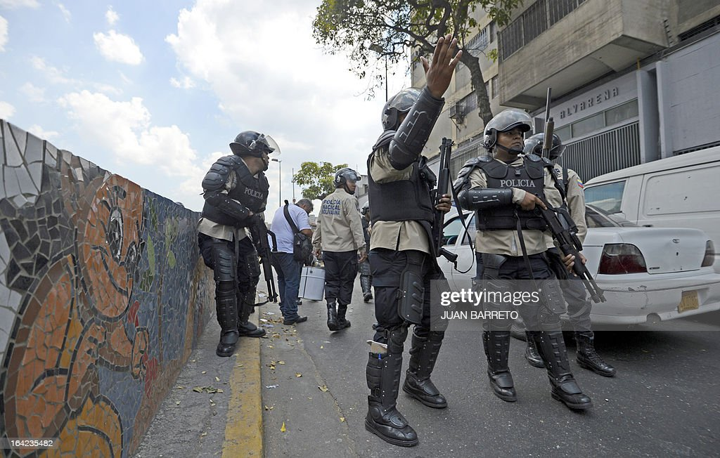 Riot police deploy as opposition students demonstrate in front of the National Electoral Council (CNE) in downtown Caracas on March 21, 2013 demanding transparency during the presidential elections next February 14. AFP PHOTO/JUAN BARRETO