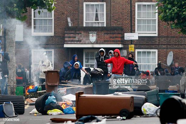 Rioters organise the construction of barricades in Goulton Road in Hackney on August 8 2011 in London England Pockets of rioting and looting...