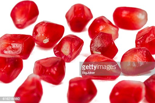 Ripe pomegranate seeds, isolated on white background : Stockfoto
