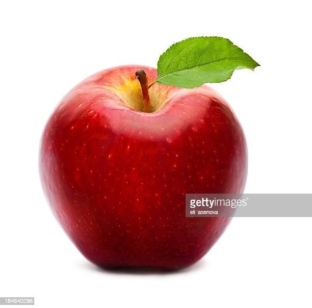 Reifen roten Apfel mit Grünes Blatt, isoliert auf weiss