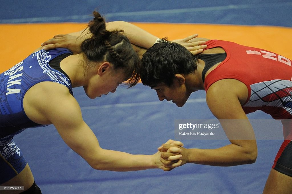 Ritu Ritu of India (red) competes against <a gi-track='captionPersonalityLinkClicked' href=/galleries/search?phrase=Eri+Tosaka&family=editorial&specificpeople=9149207 ng-click='$event.stopPropagation()'>Eri Tosaka</a> of Japan (blue) in the Women's Freestyle Senior 48 kg qualification match during the 2016 Wrestling Asian Championships on February 19, 2016 in Bangkok, Thailand.
