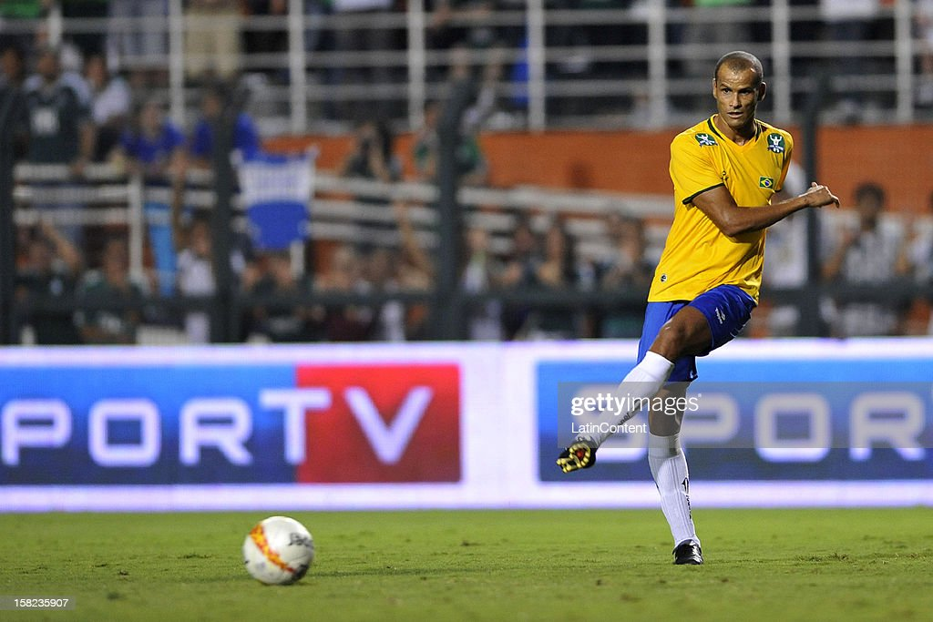 <a gi-track='captionPersonalityLinkClicked' href=/galleries/search?phrase=Rivaldo&family=editorial&specificpeople=208828 ng-click='$event.stopPropagation()'>Rivaldo</a> of Brazilian Team in action during a match between Palmeiras (1999) and Brazilian team (2002) as part of the farewell match of former goalkeeper Marcos at Pacaembu Stadium on December 11, 2012 in Sao Paulo, Brazil.