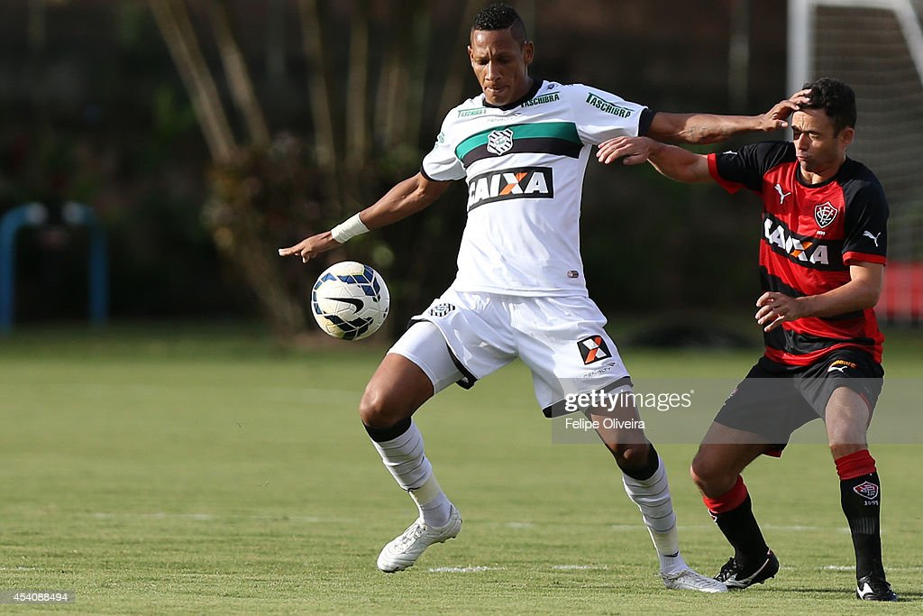 <a gi-track='captionPersonalityLinkClicked' href=/galleries/search?phrase=Rivaldo&family=editorial&specificpeople=208828 ng-click='$event.stopPropagation()'>Rivaldo</a> of Figueirense battles for the ball during the match between Vitoria and Figueirense as part of Brasileirao Series A 2014 at Estadio Manoel Barradas on August 24, 2014 in Salvador, Bahia, Brazil.