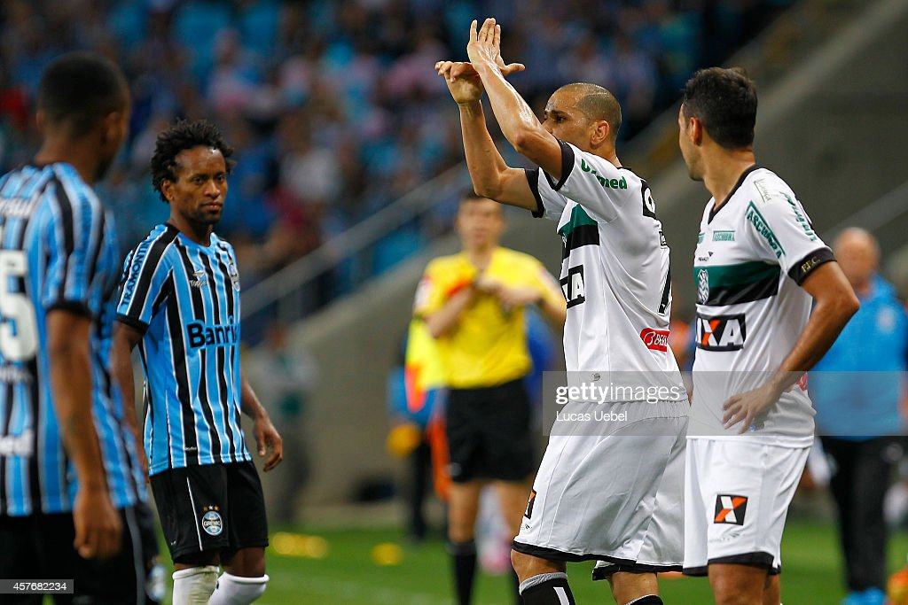 <a gi-track='captionPersonalityLinkClicked' href=/galleries/search?phrase=Rivaldo&family=editorial&specificpeople=208828 ng-click='$event.stopPropagation()'>Rivaldo</a> of Figueirense left the field after receives red card during the match Gremio v Figueirense as part of Brasileirao Series A 2014, at Arena do Gremio on October 22, 2014 in Porto Alegre, Brazil.