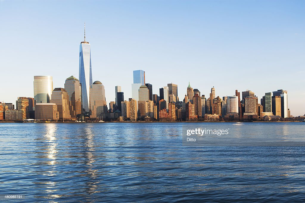 River and Manhattan skyline, New York, USA : Stock Photo