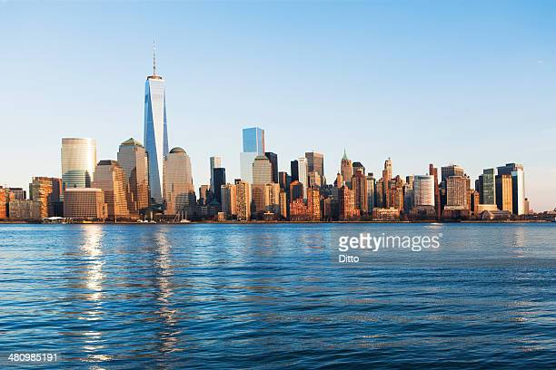 River and Manhattan skyline, New York, USA