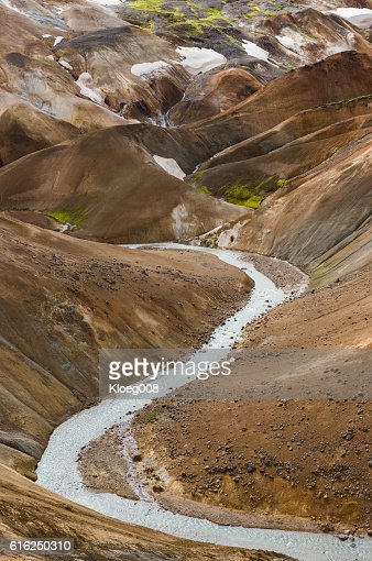 River and Snowy Hills Kerlingarfjoll Iceland : Foto de stock