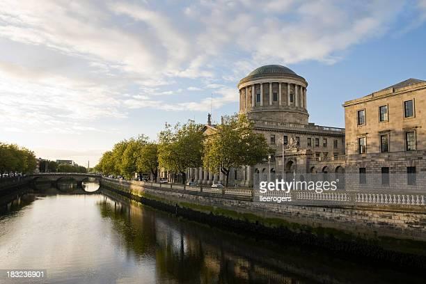 Fiume Liffey e Four Courts di Dublino