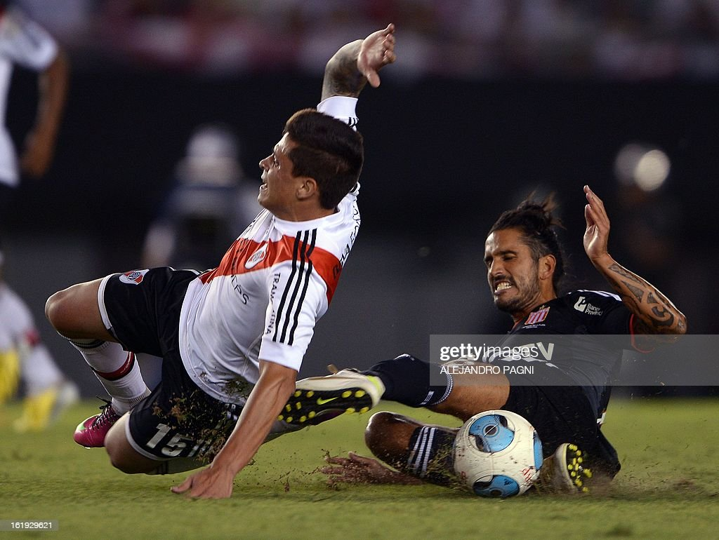 River Plate's forward Juan Manuel Iturbe (L) is fouled by Estudiantes' defender Marcos Angeleri during their Argentine First Division football match, at the Monumental stadium in Buenos Aires, Argentina, on February 17, 2013. AFP PHOTO / Alejandro PAGNI