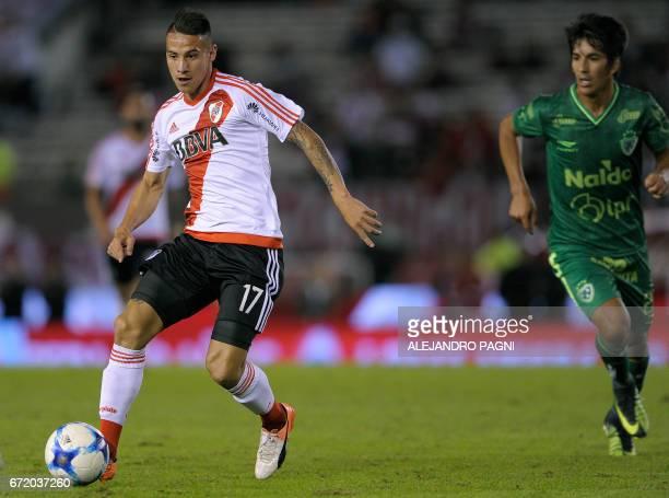 River Plate's midfielder Carlos Auzqui controls the ball next to Sarmiento's midfielder Hamilton Pereira during their Argentina First Divsion...