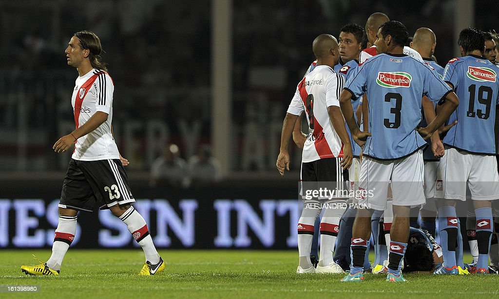 River Plate's midfielder Leonardo Ponzio (L) leaves the field after Argentina's referee German Delfino (not in picture) showed him a red card during their Argentine First Division football match against Belgrano, at Mario Alberto Kempes stadium in Cordoba, Argentina, on February 10, 2013. AFP PHOTO / ALEJANDRO PAGNI