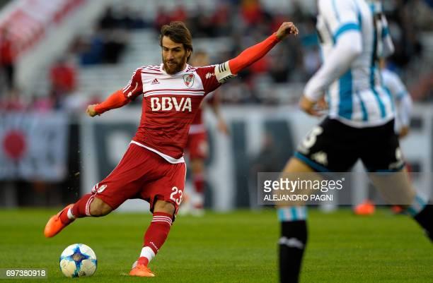 River Plate's midfielder Leonardo Ponzio prepares to shoot during their Argentina First Divsion football match against Racing at Antonio Vespucio...