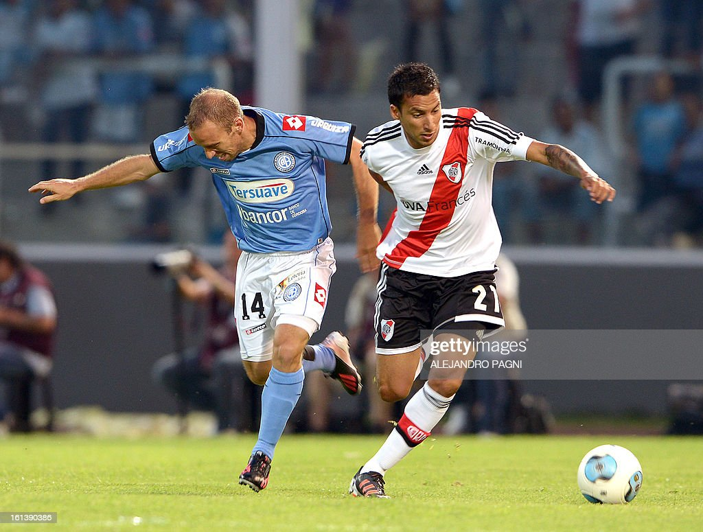 River Plate's midfielder Leonel Vangioni (R) vies for the ball with Belgrano's midfielder Martin Zapata during their Argentine First Division football match, at Mario Alberto Kempes stadium in Cordoba, Argentina, on February 10, 2013.