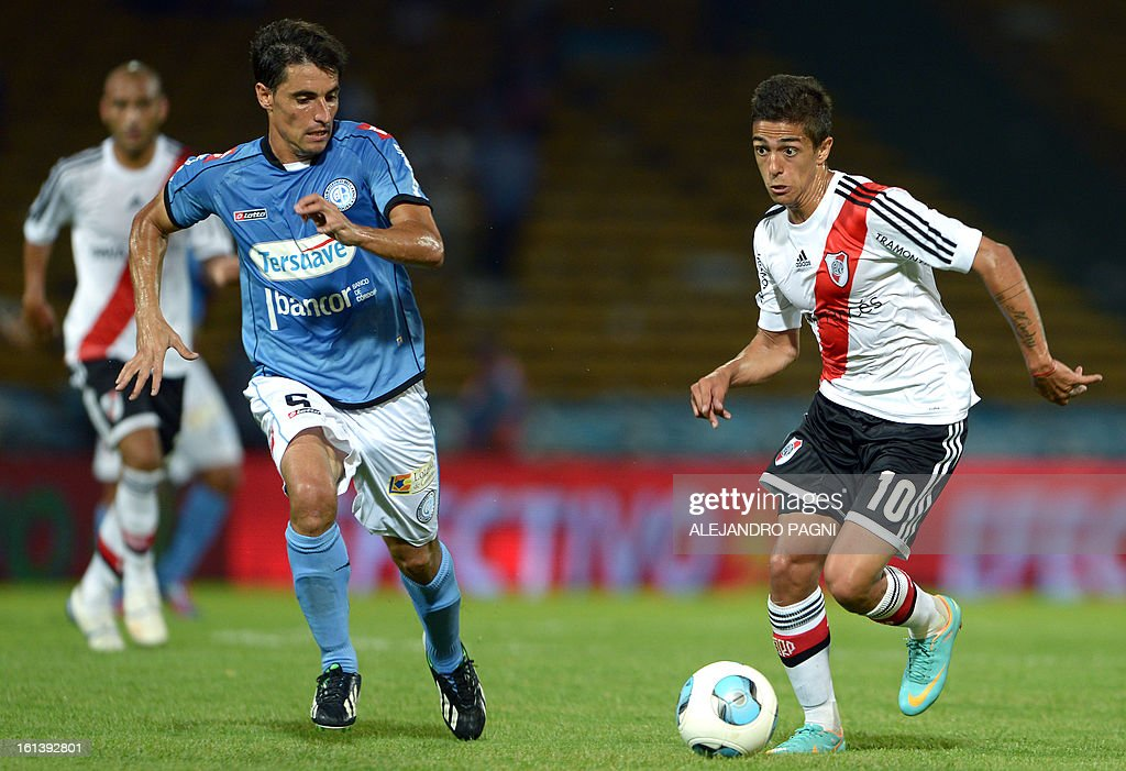 River Plate's midfielder Manuel Lanzini (R) vies for the ball with Belgrano's midfielder Guillermo Farre during their Argentine First Division football match, at Mario Alberto Kempes stadium in Cordoba, Argentina, on February 10, 2013.