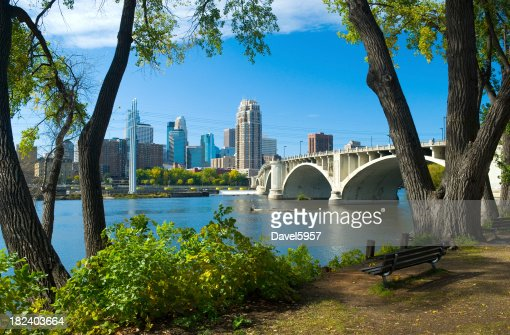 'Riverbank park, Mississippi River, and Minneapolis downtown skyl'