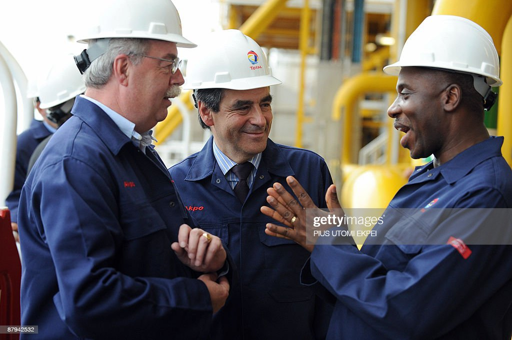 Rivers State Governor Rotimi Amaechi (R) discusses with French Prime Minister Francois Fillon and Chief Executive Officer of Total worldwide Christophe De Nargerie (L) at the Total Akpo Floating Production Storage Off-loading (FPSO) platform 200 kilometres from Port Harcourt on May 23, 2009. Fillon accompanied by top executives of Total oil inspected the newly built Akpo oil drilling platform which began production last March.