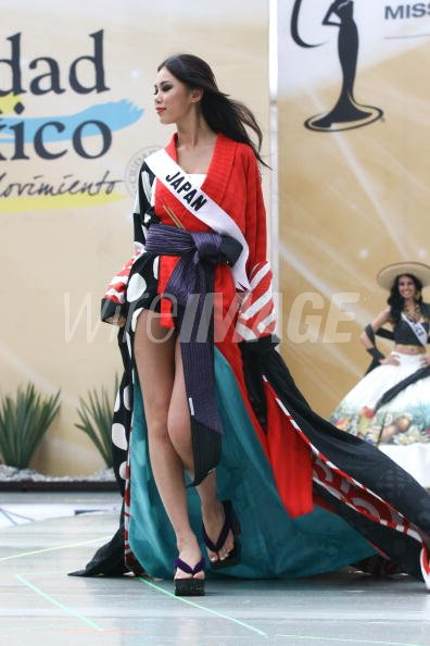 Riyo Mori Miss Universe Japan 2007 wearing national costume ...