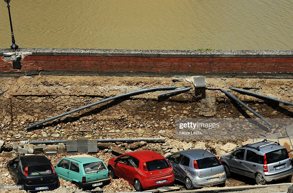A road collapses along the Arno river on May 25, 2016 in Florence, Italy. The deterioration of one or more water pipes opened a 200 m wide and 7m deep hole on Wednesday morning along the bank of the river Arno close to the famous Ponte Vecchio bridge. Many cars that were parked sunk and damages are thought to be around 5 millions euros.