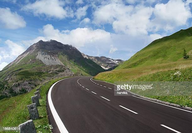 Road Kurve in den Bergen