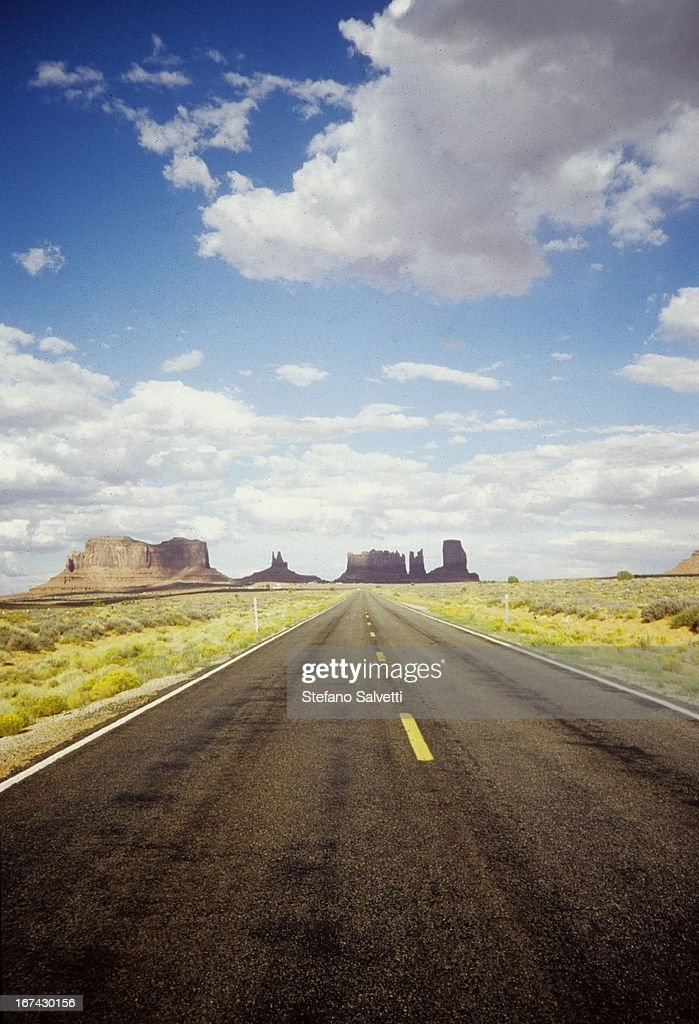 Road in Monument Valley : Foto de stock