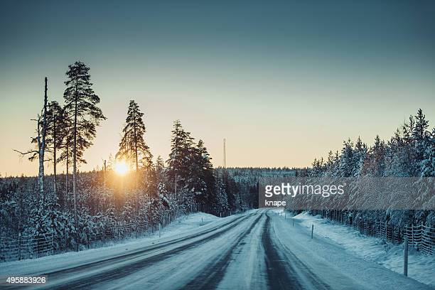 Road in Fluss Norrland Schweden im winter