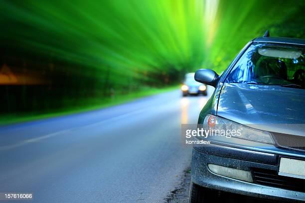 Route dans la forêt et de voiture