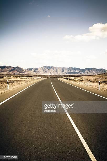 Strada nel paesaggio vulcanico, Isole Canarie