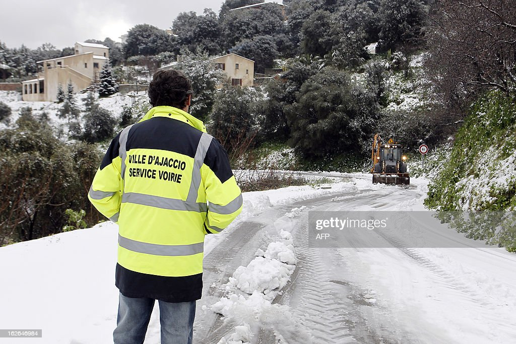 Road services clear the snow off a road of high district of Ajaccio, Corsica on February 25, 2013. AFP PHOTO / PASCAL POCHARD-CASABIANCA
