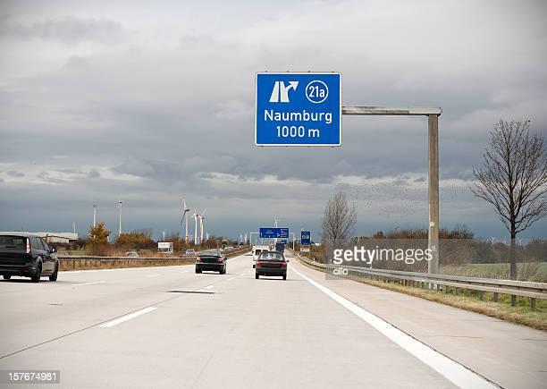 Road sign auf Deutsche autobahn-nächste Ausfahrt Naumburg