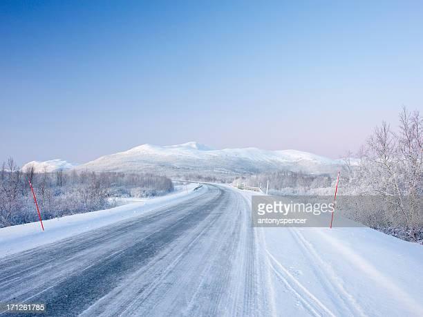 """Straße durch Arctic """"Tundra"""""""