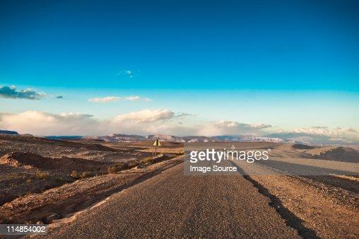 Road を Tamdaght 、モロッコ、北アフリカ