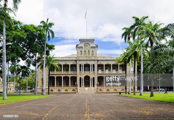 Roadway leading up to Iolani Palace in Honolulu, HI
