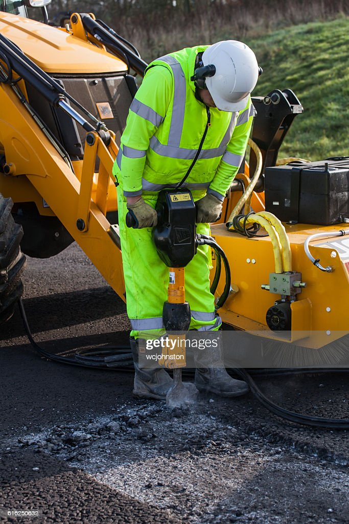 Roadworker using pneumatic drill or Jack Hammer. : Foto de stock