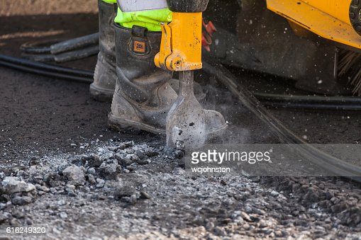 Roadworker using pneumatic drill : Foto de stock