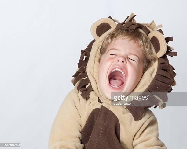 Lion Roaring Riendo