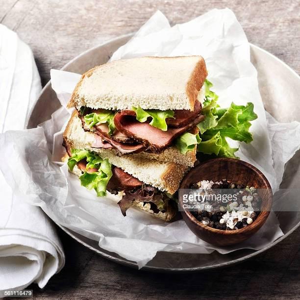 Roast beef sandwiche with lettuce