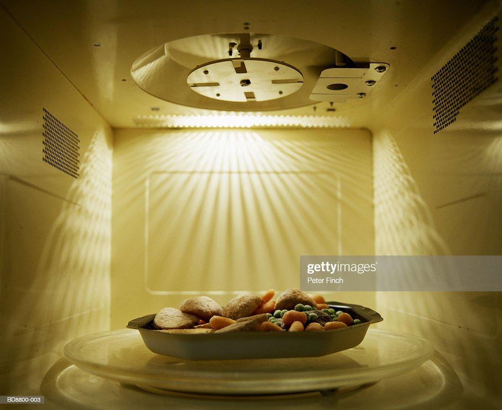 Roast dinner inside microwave, close-up : Foto de stock