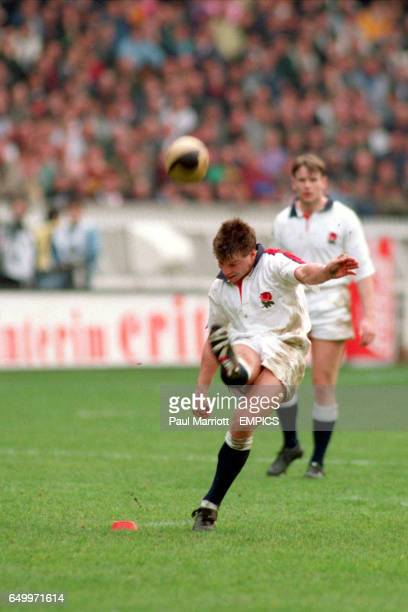 Rob Andrew England kicks a goal against France