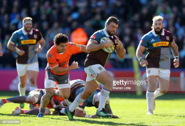 Rob Buchanan of Harlequins scores the opening try during the Aviva Premiership match between Harlequins and Newcastle Falcons at Twickenham Stoop on...