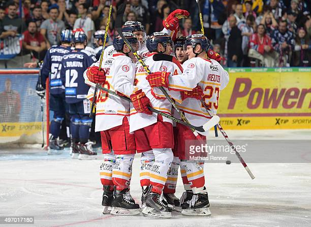 Rob Collins Eduard Lewandowski David Van the GulikKurt Davis and Daniel Kreutzer of the Duesseldorfer EG celebrate after scoring the 01 during the...