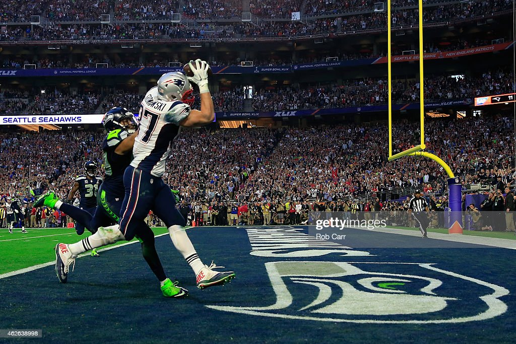 Rob Gronkowski of the New England Patriots catches a 22 yard touchdown pass bagainst KJ Wright of the Seattle Seahawks in the second quarter during...